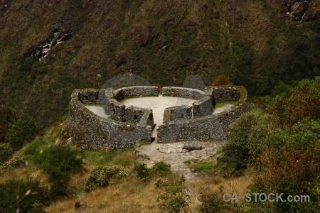 Altitude inca trail bush runkuraqay stone.