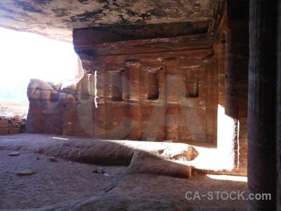 Archaeological pillar tomb jordan inside.