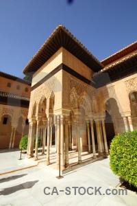 Archway brown pillar fortress alhambra.