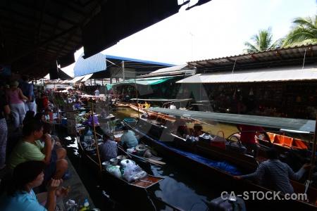 Asia building boat damnoen saduak market.