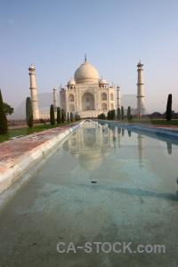 Asia minaret mumtaz mahal archway reflection.