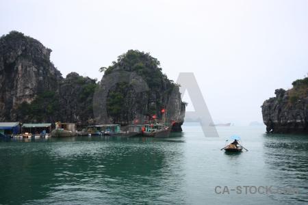 Boat floating vinh ha long unesco flag.