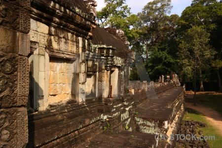 Buddhist angkor thom unesco sky block.