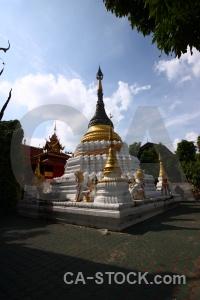 Buddhist wat muen tum temple larn sky.