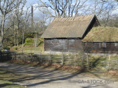 Building barn.