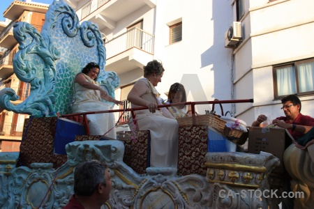 Building fiesta float javea person.