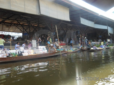 Building floating ton khem market canal.
