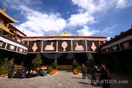 Building jokhang buddhist symbol lhasa.