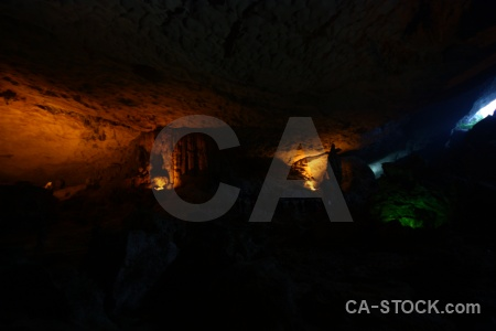Cave southeast asia sung sot vinh ha long bay.