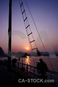Cliff sunrise unesco rope vinh ha long.