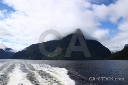 Cloud new zealand wake fiordland sky.