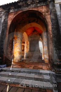 Column unesco lang tu duc building nguyen dynasty.