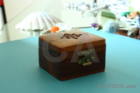 Cyan box object white.