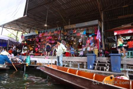 Damnoen saduak thailand canal floating market.