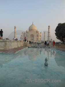 Dome water mumtaz mahal person reflection.