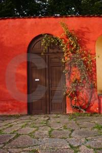 Door wall red.