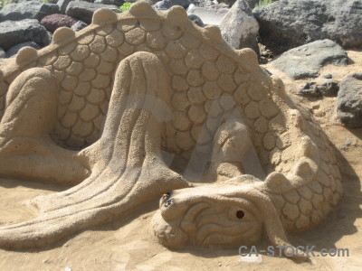 Dragon animal sand sculpture.