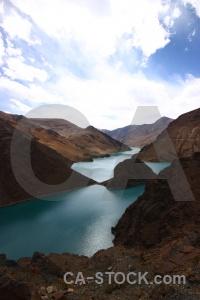 Dry mountain friendship highway tibet himalayan.