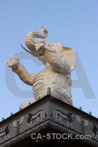 Elephant animal statue.