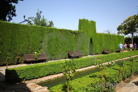 Fortress la alhambra de granada hedge palace garden.