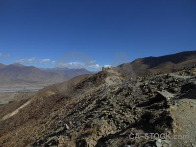Friendship highway altitude kamba la tibet east asia.