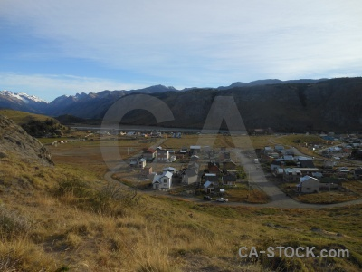 Grass trek patagonia el chalten snowcap.