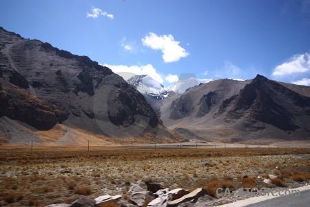 Himalayan pass tibet kora la snow.