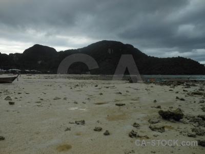 Island tropical loh dalam bay sea lohdalum.
