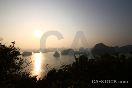 Island water ha long bay sunrise unesco.