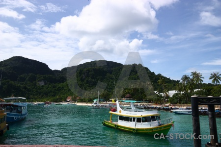 Ko phi don water asia tonsai bay thailand.