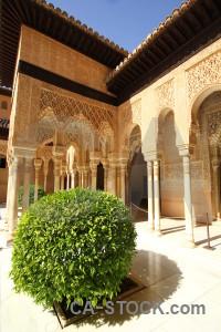 La alhambra de granada brown pillar fortress building.