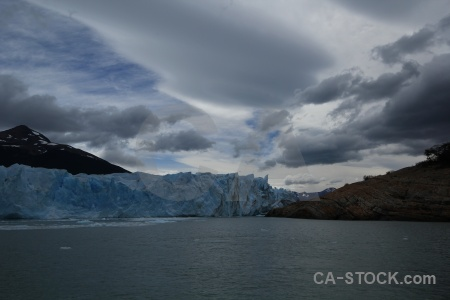 Lago argentino ice mountain water argentina.