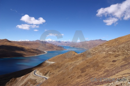 Lake yamzho yumco tibet desert sky.
