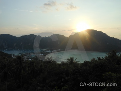 Lohdalum bay ko phi don mountain island tropical.