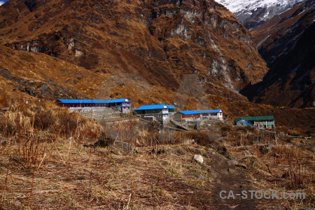 Machhapuchhre base camp building modi khola valley grass himalayan.