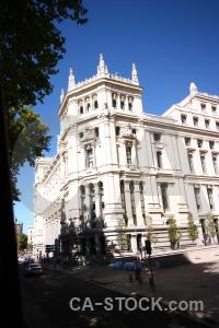 Madrid bush building tree sky.