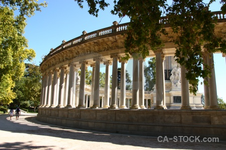 Monument parque del retiro sky tree alfonso.