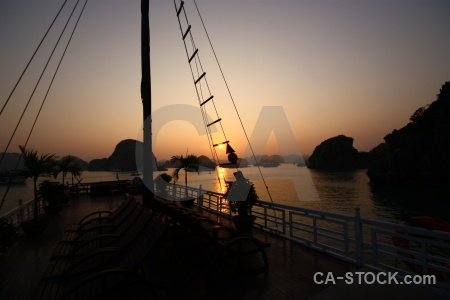 Mountain boat limestone cliff vinh ha long.