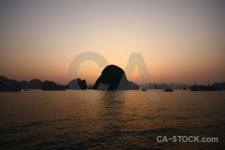 Mountain vinh ha long limestone water bay.