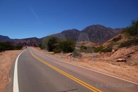 Mountain yellow line argentina salta tour 2 quebrada de las conchas.