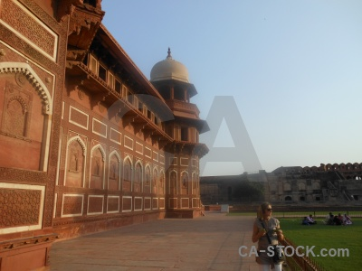 Mughal sky fort jahangir person.
