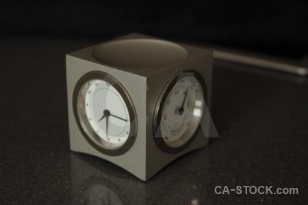 Object clock black.