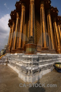 Ornate thailand gold pillar buddhist.