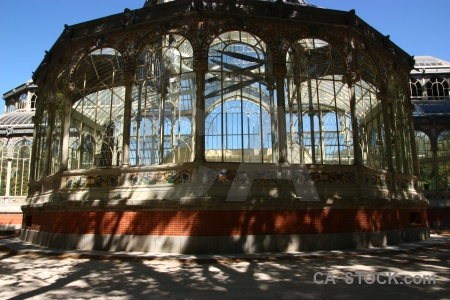 Parque del retiro sky glass building madrid.