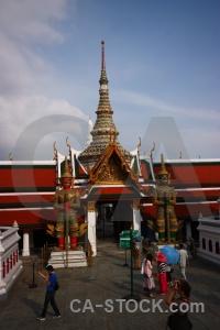 Person building sky wat phra si rattana satsadaram southeast asia.
