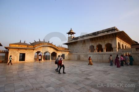 Person india palace jahangir mughal.