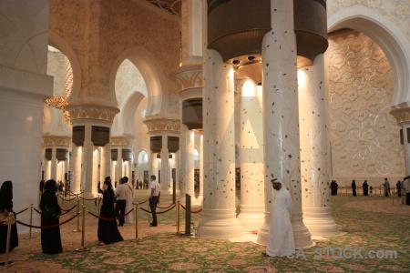 Person muslim uae building mosque.