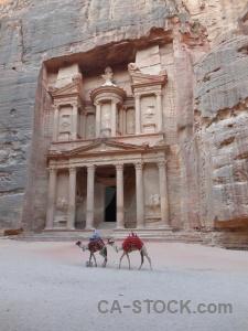 Petra pillar carving treasury nabataeans.