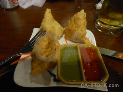 Phi island tonsai inside plate table.