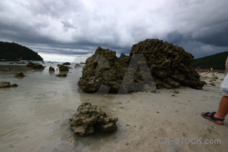 Phi phi island loh dalam bay sand ko don sea.
